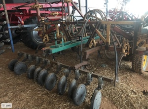 Under Auction - (A140) - 40ft Versatile Air Seeder Bar - 2% + GST Buyers Premium On All Lots