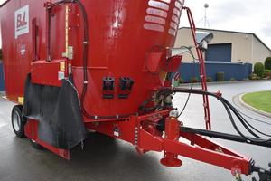 2015 BvL V-Mix 24H Feed Mixer Wagon